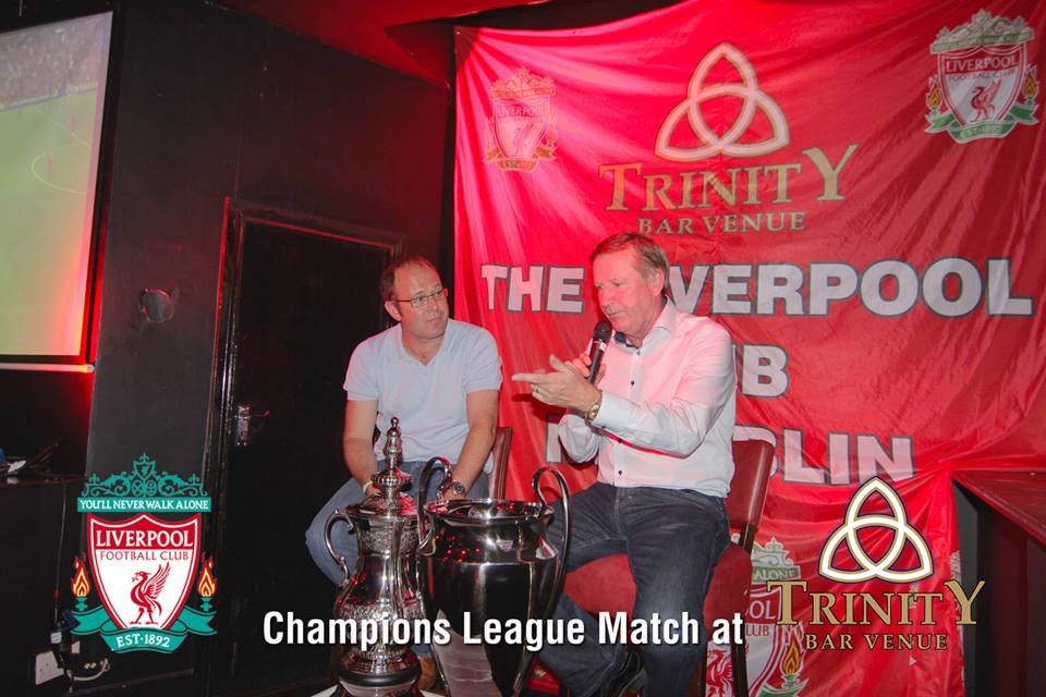 Ronnie Whelan giving his analysis in Trinity bar
