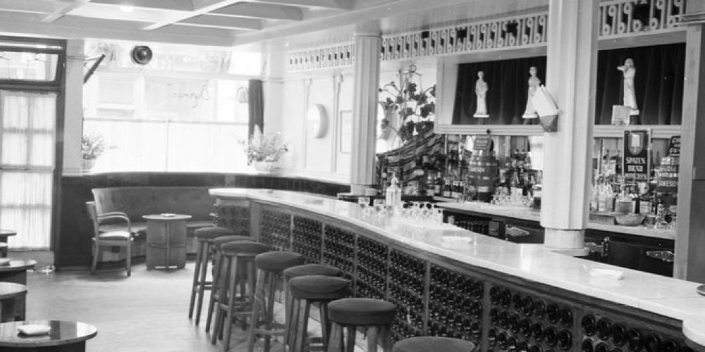 The best old pub photos from the Dublin City Libraries Collection.