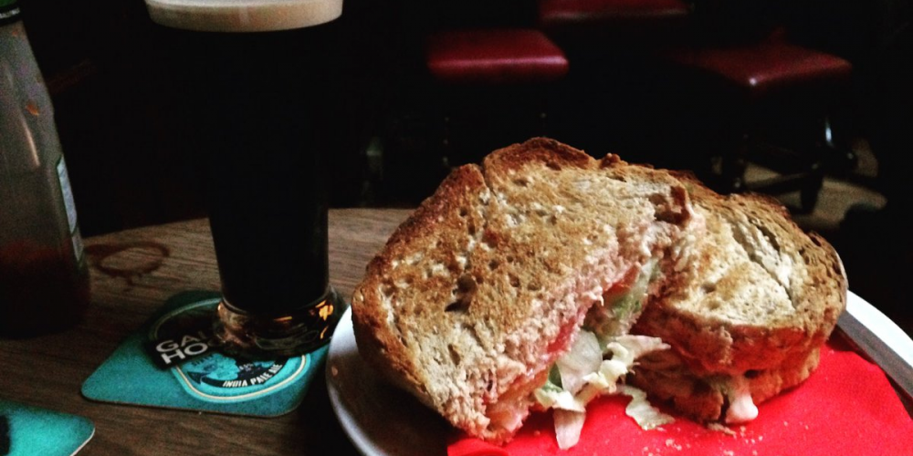 Pubs for a lunchtime toastie (and maybe a pint) to unwind.