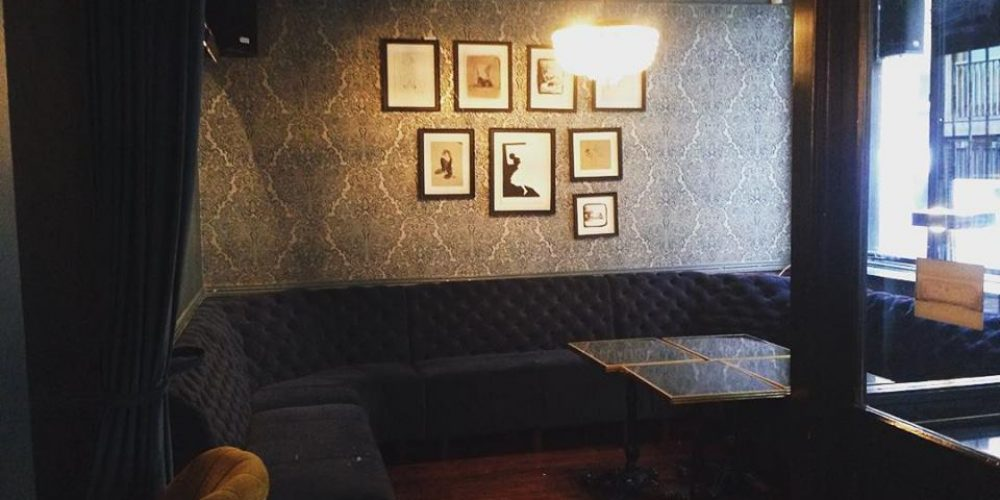 12 areas for cosy pints for small groups in Dublin pubs.