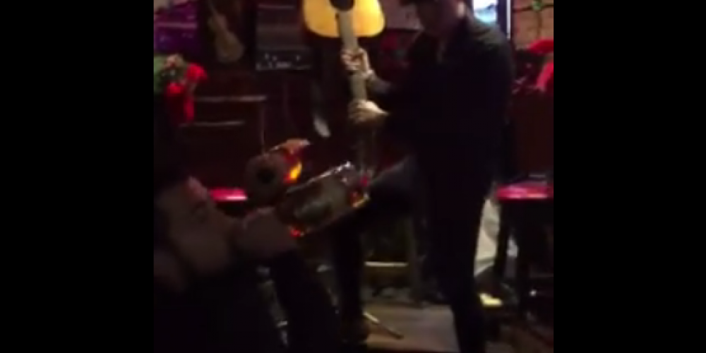 This is pretty impressive. A whole pub full of customers doing the mannequin challenge.