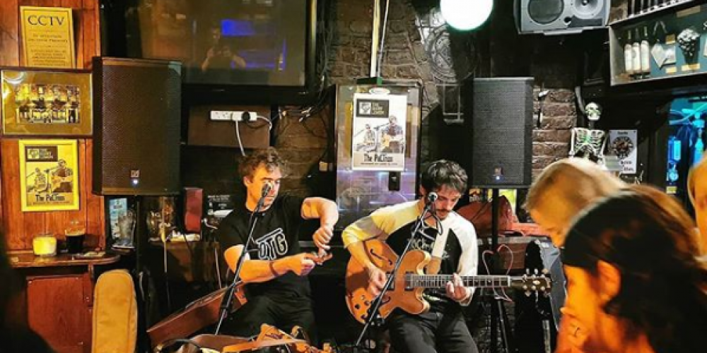 Sing when you're winning. Pubs showing the 6 Nations with live music afterwards.
