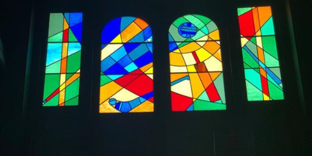 World renowned artists and humble patrons. Stained glass artwork in Dublin pubs.